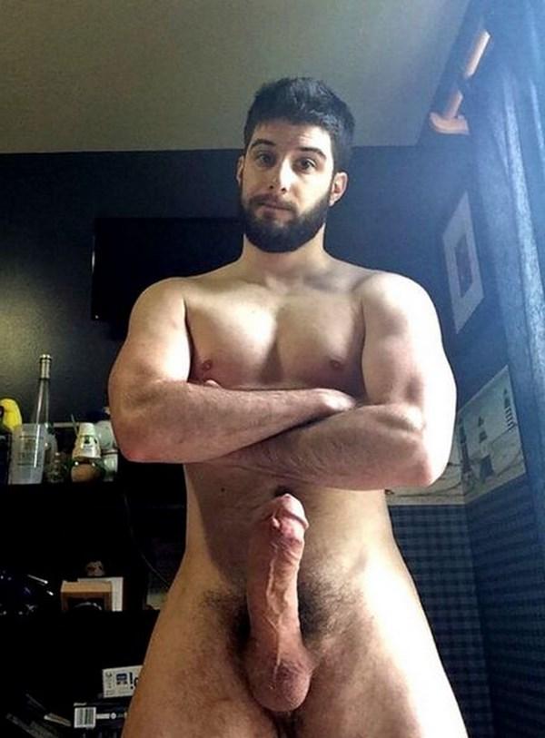 Plan cul avec un gay viril et barbu